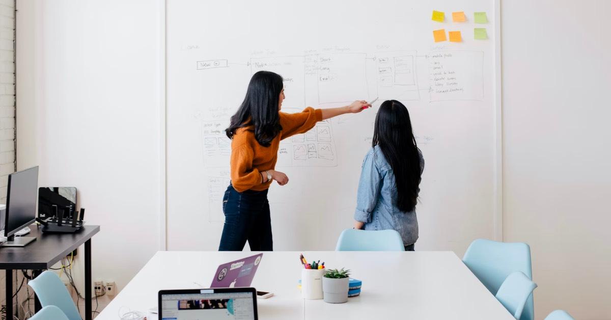 ¿Cómo influye el entorno en el desarrollo de una empresa? Te contamos por qué es importante analizarlo